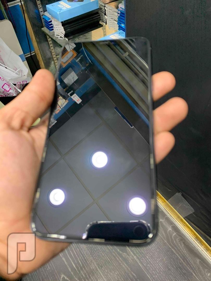 للبيع ايفون 11 برو ماكس مستخدم نظيف