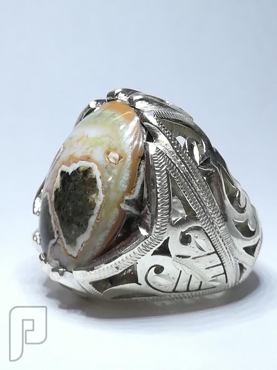 خاتم عقيق طبيعي جزع يماني جميل وملفت للانظار