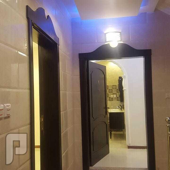 شقة 5 غرف كبيره مساحة 202م  عدد 4 دورات مياة  صالة كبيرة  مطبخ كبير  
