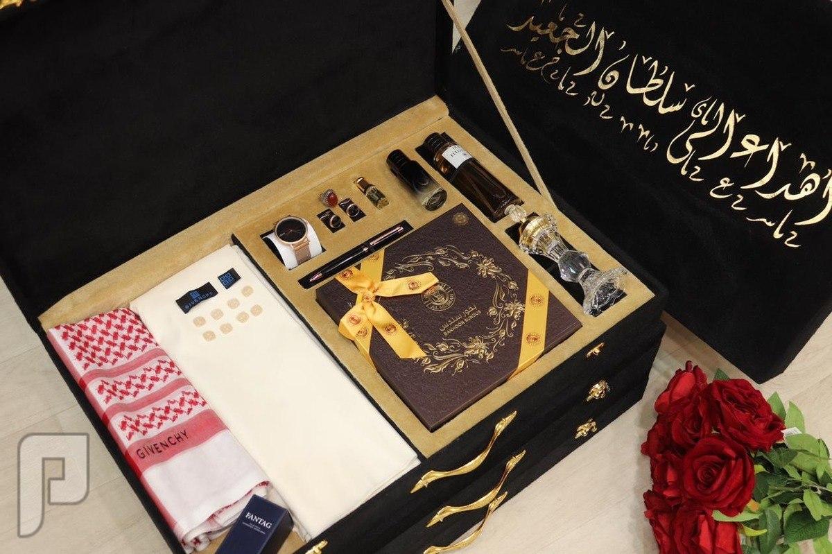 مجموعه طقم رجالي  متكامل قماش شتوي وشماغ مع انواع من ملحقاته المختلفه والرا