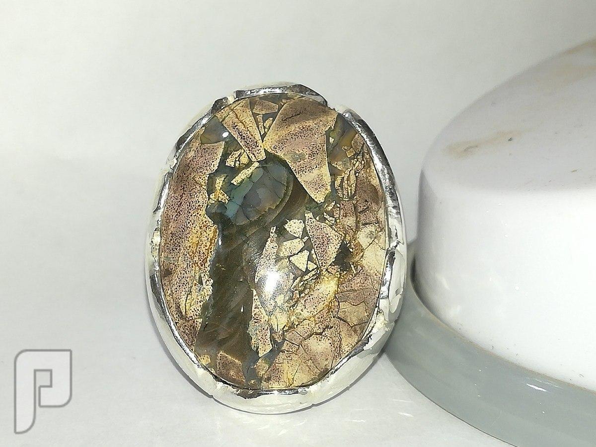 خاتم عقيق يماني جزع راهي نادر اللون والرسم