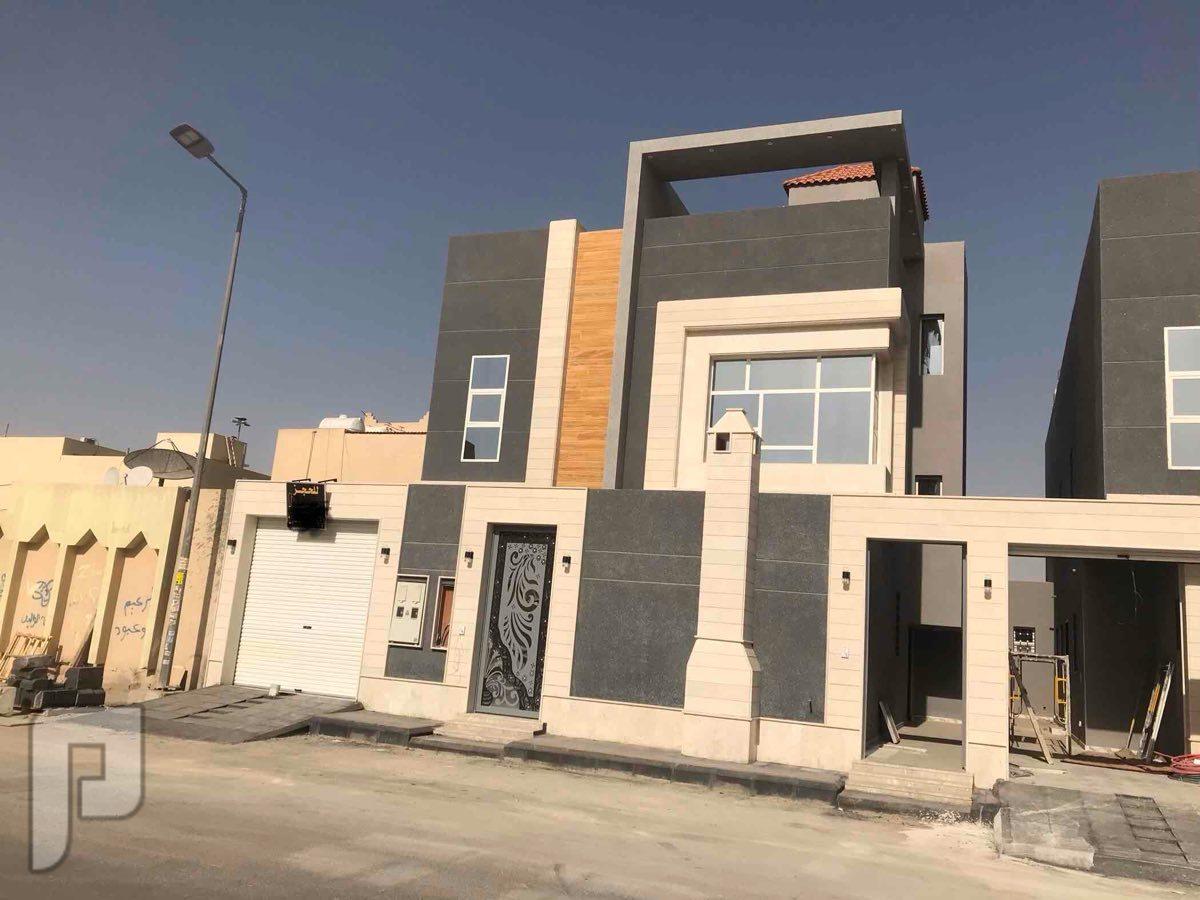 فيلا بحي العزيزية دور دور 312 قريبة جدا من المدارس