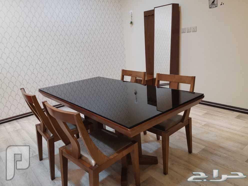 طقم طاولة طعام و دولاب متعدد الإستخدام للبيع