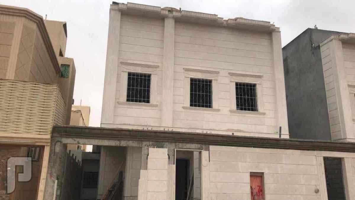 للبيع فيلا بحي الدار البيضاء درج داخلي وصاله مساحة 290 متر
