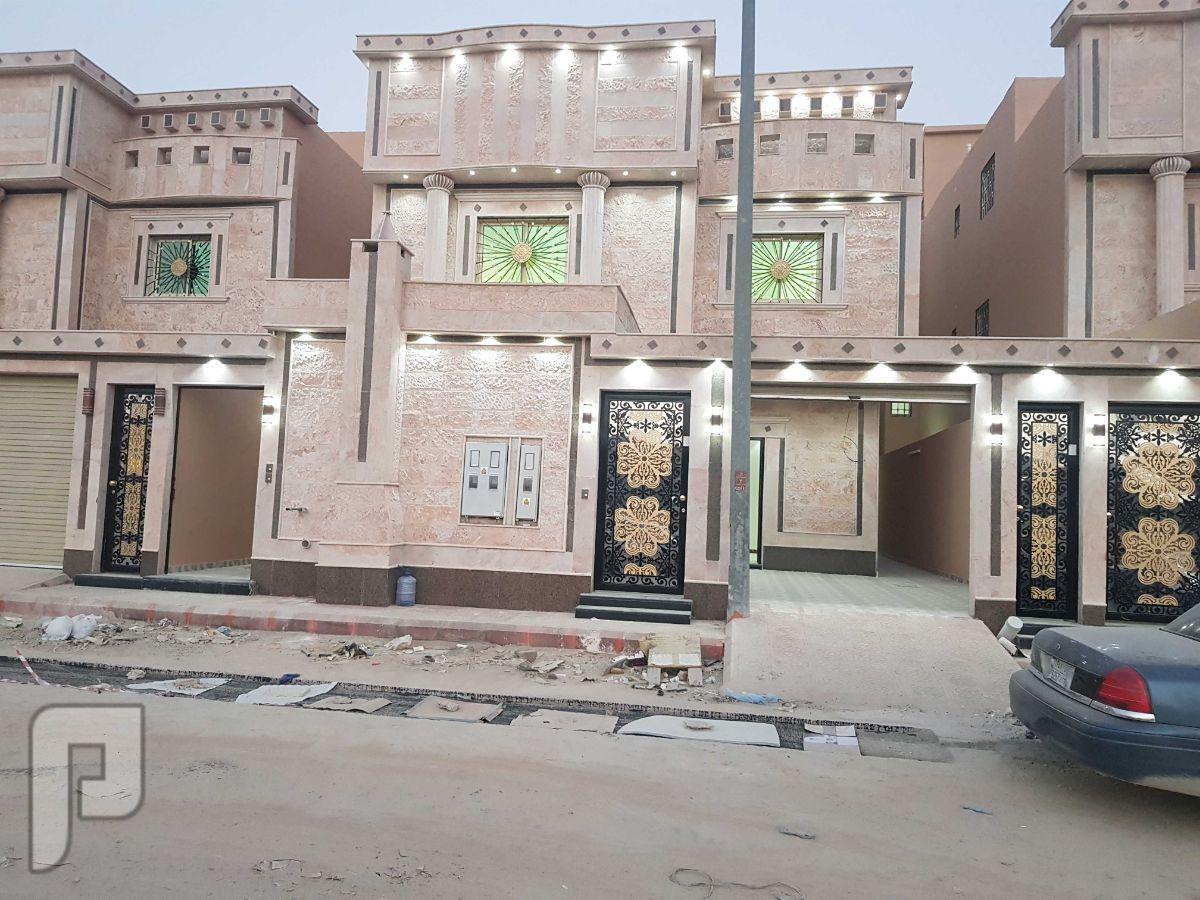 الرياض .. فيلا درج صالة وشقتين