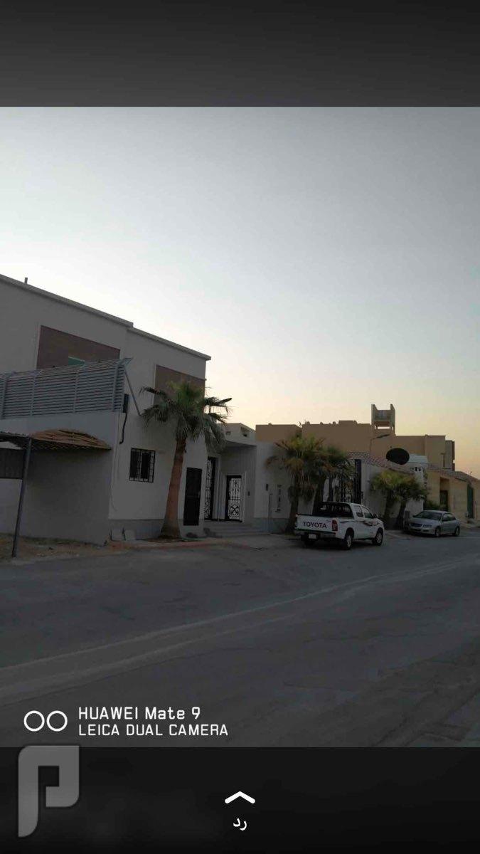 للبيع فيلا بحي العزيزية الجو درج داخلي مساحة731