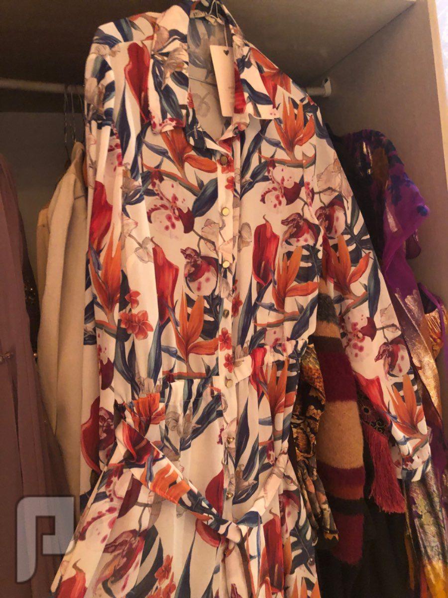 يوجد مجموعة ملابس راقيه للبيع منها عشره سهره وعشره عاديه