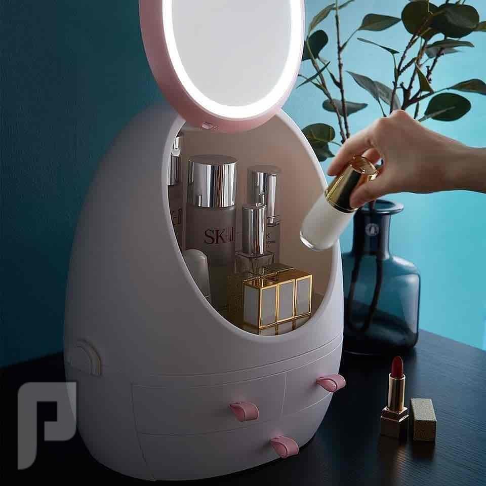 صندوق مكياج مع مرآة LED