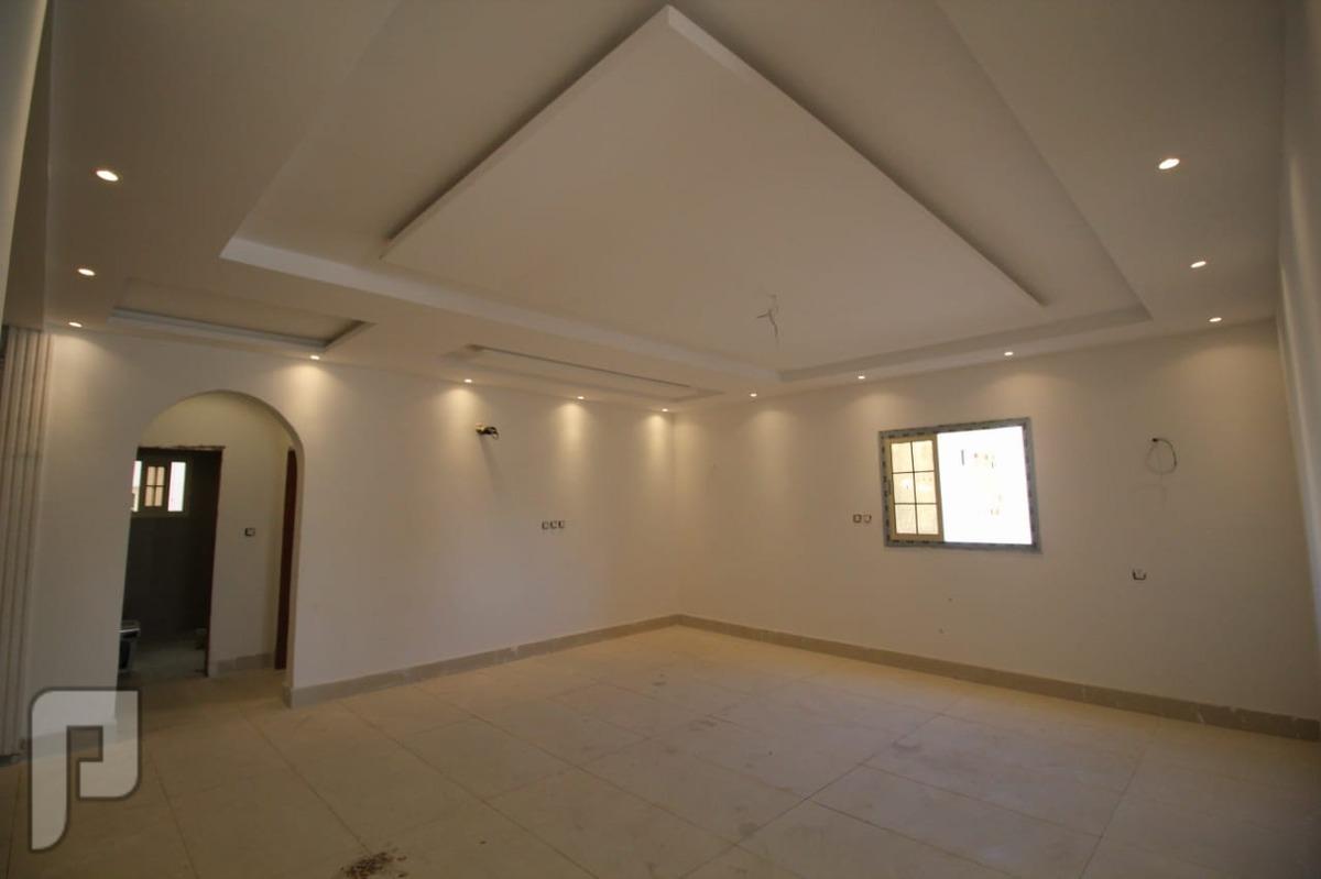 شقه5غرف كبيره للبيع اماميه مدخلين في جده