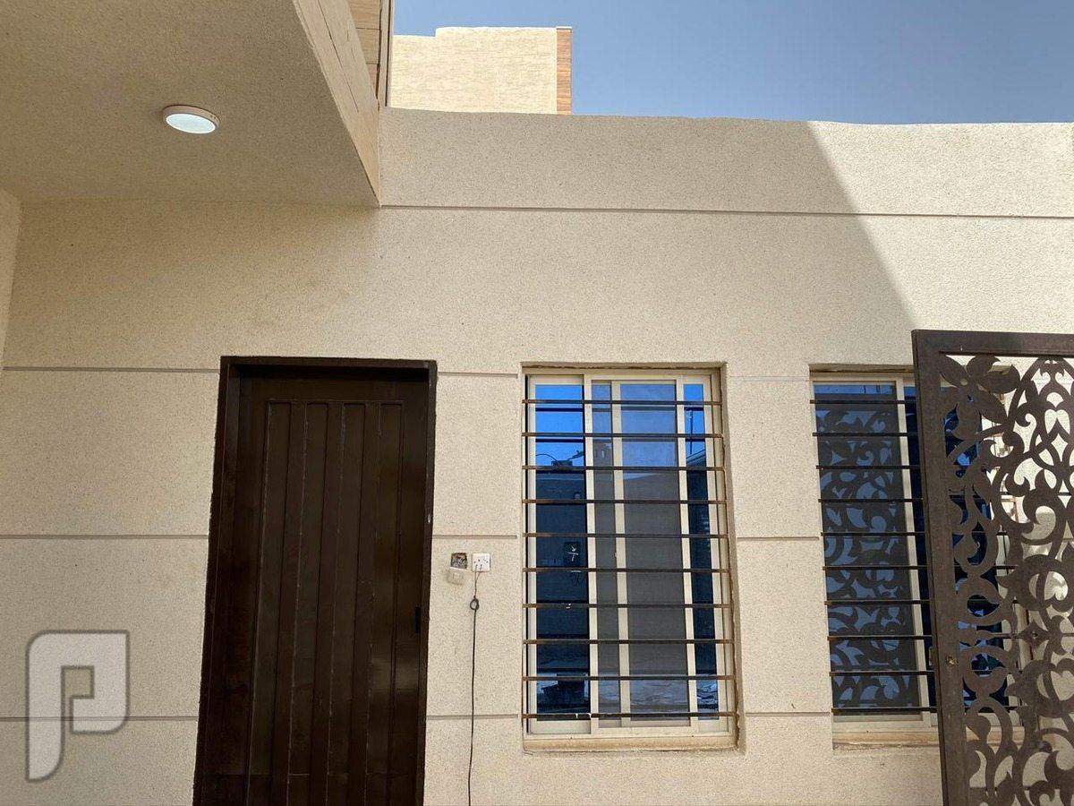 للبيع  فيلا درج داخلي مع مسبح + شقة المساحة 420متر في حي ظهرة لبن