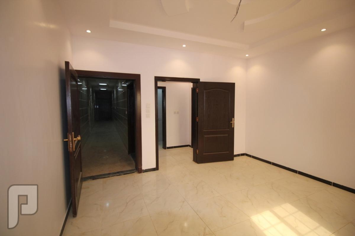 شقه ثلاث غرف للبيع بجده تتكون من ثلاث غرف و دورتين مياه و وصاله ومطبخ