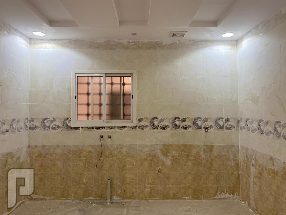 فيلا درج داخلي + شقة المساحة 375 متر في حي عكاظ السعر مليون و 160 الف