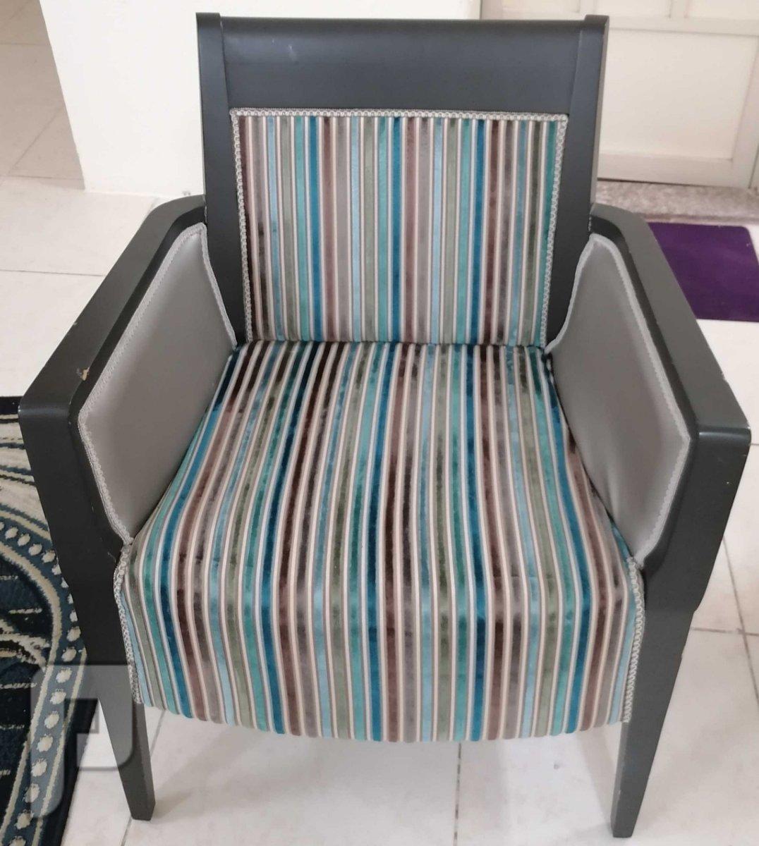 كرسي سوفا خشب زان بحالة ممتازة جداً