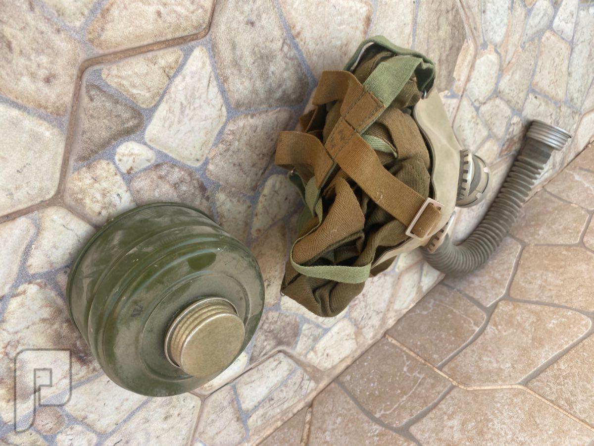 كمامة حرب الخليج قديما بشنطته وأغراضها مخزنة
