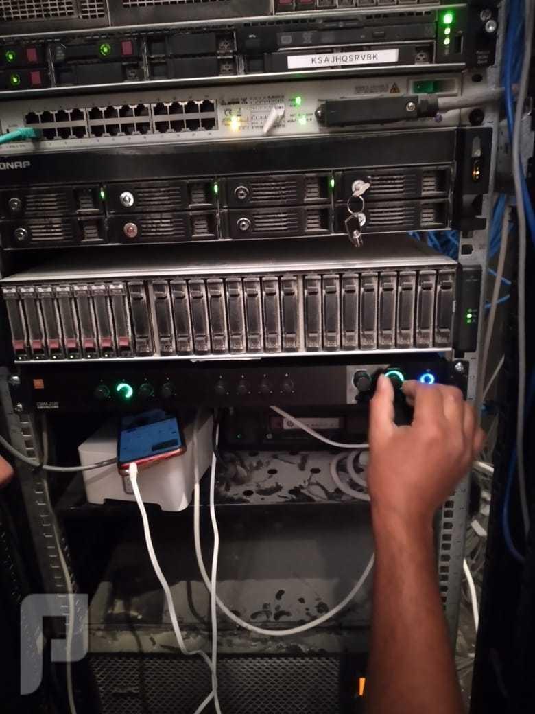 كاميرات وشبكات و سنترلات بانواعها وأنظمة صوتيه وربط فروع صوتيات
