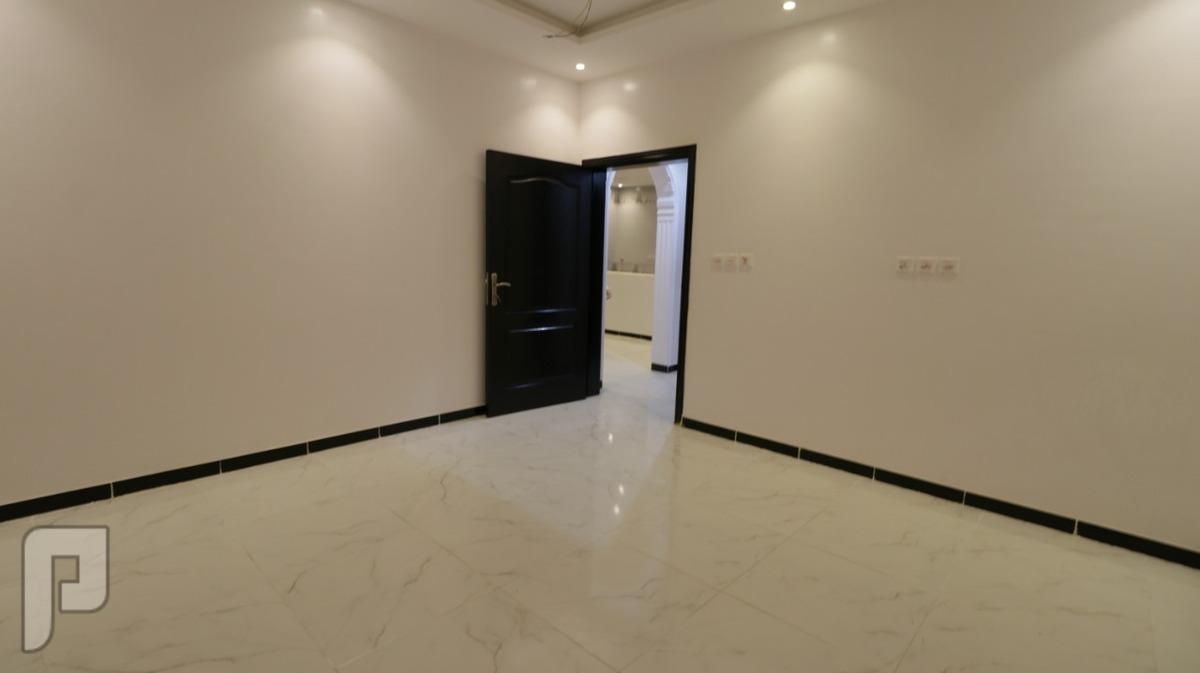 روف 5 غرف كبيره مع السطح للبيع