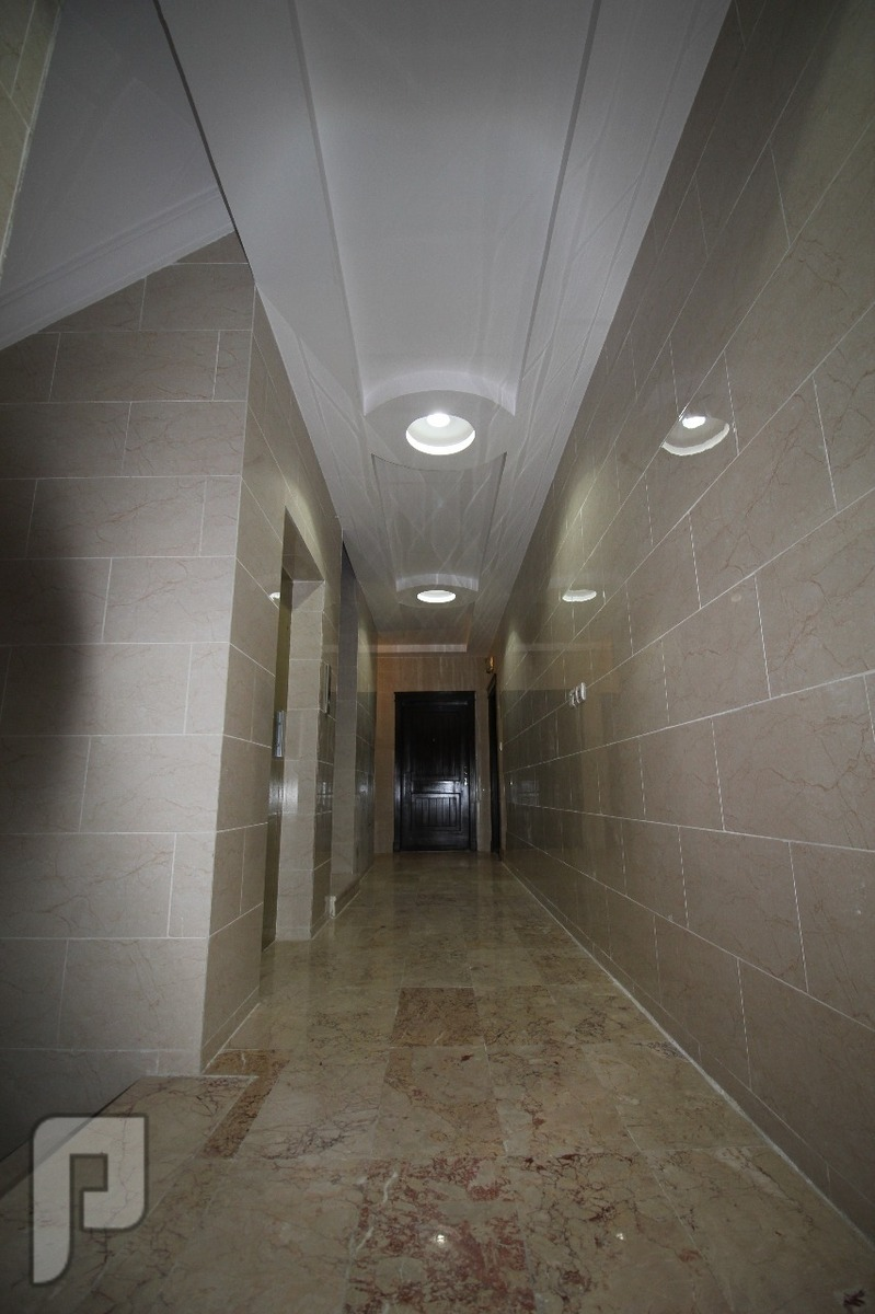 شقه فاخره 4 غرف امامية مدخلين للبيع\\ حصرية من المالك مباشرة وبدون عمولة