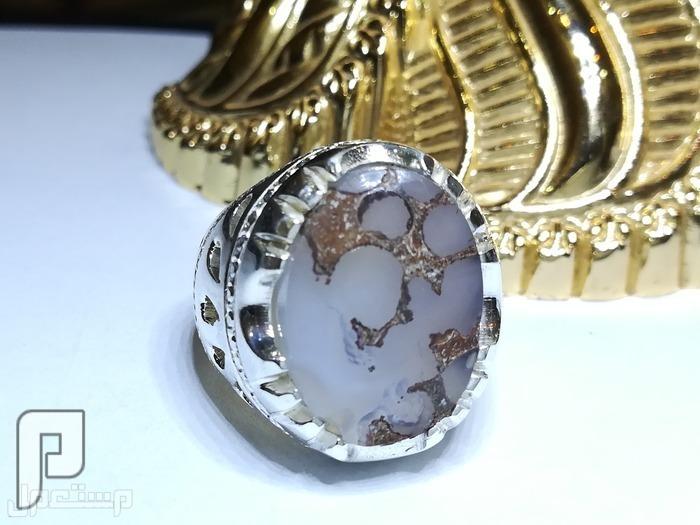 خاتم عقيق يماني طبيعي مزهر شفاف