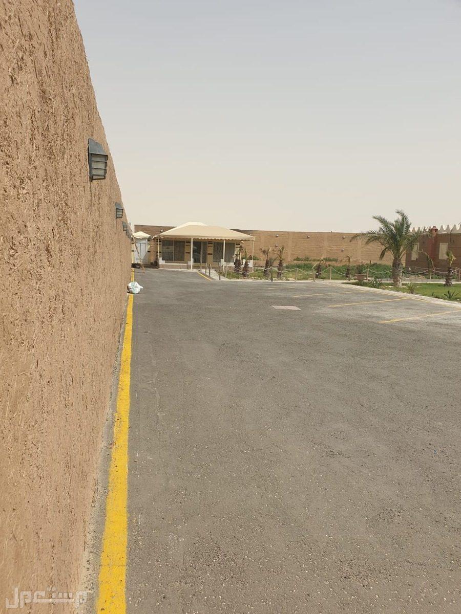 مزرعة صغيرة بها إستراحة بالدمام طريق الرياض