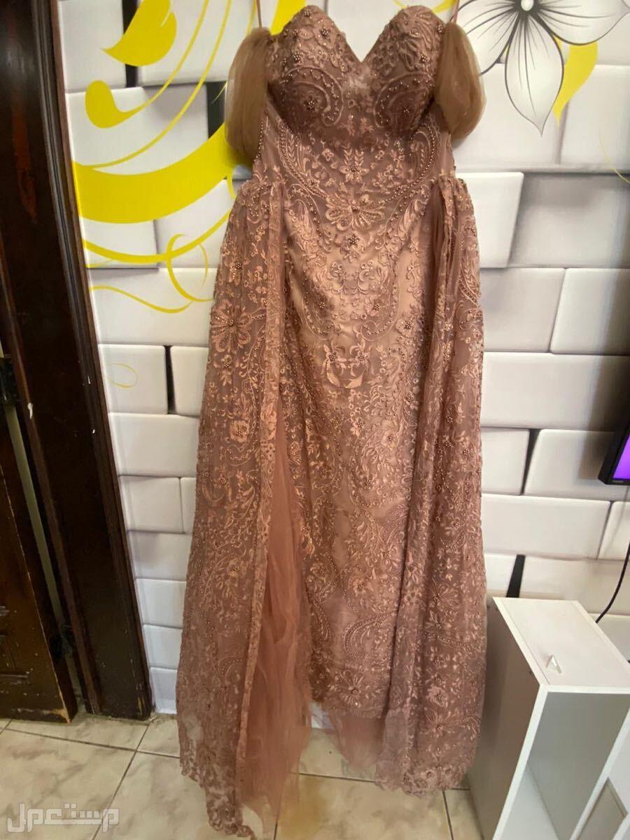 فستان سهرة لحمي موف