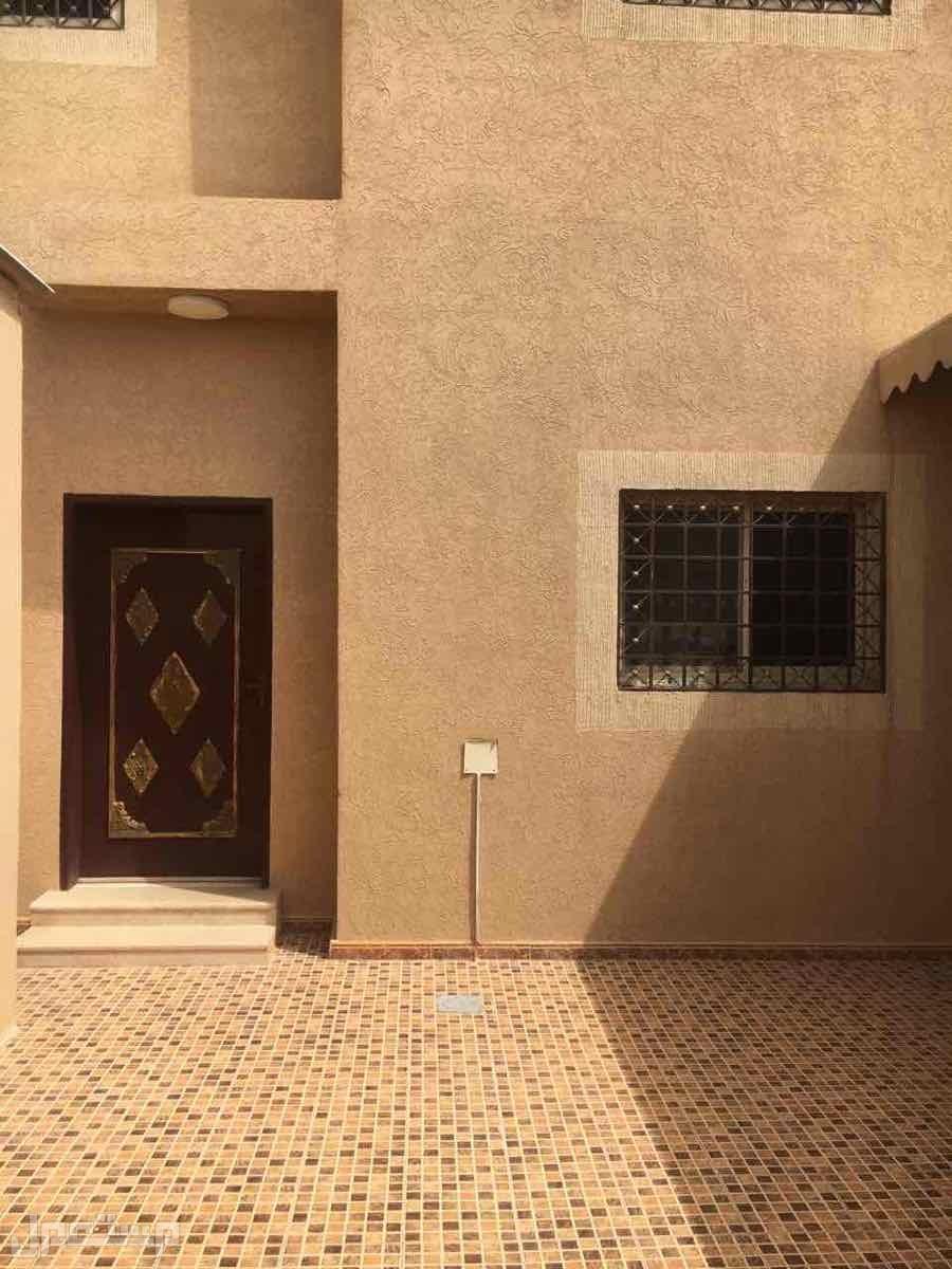 للبيع فيلا بحي الدار البيضاء مخطط الفوزان دور دور + ملحق مساحة 375
