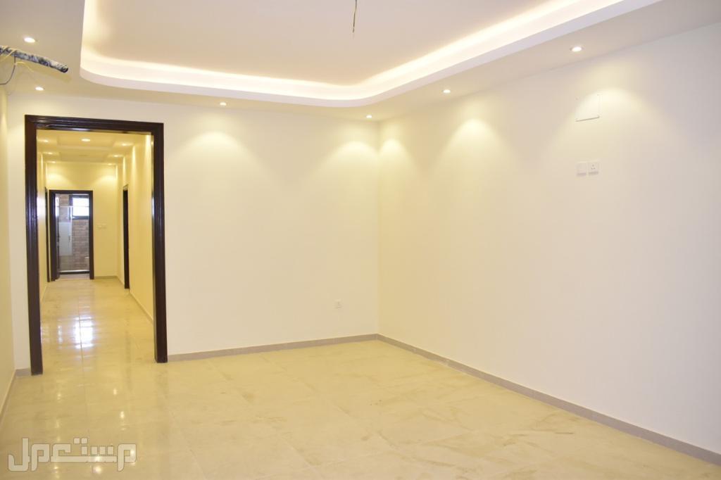 شقة 4 غرف للبيع بسعر ممتاز جداً وديكور حديث