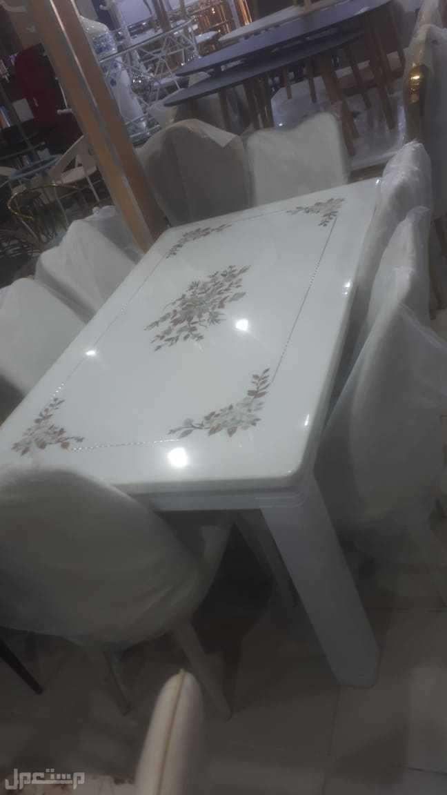 طاولة طعام رخام وحديد والكراسي جلد