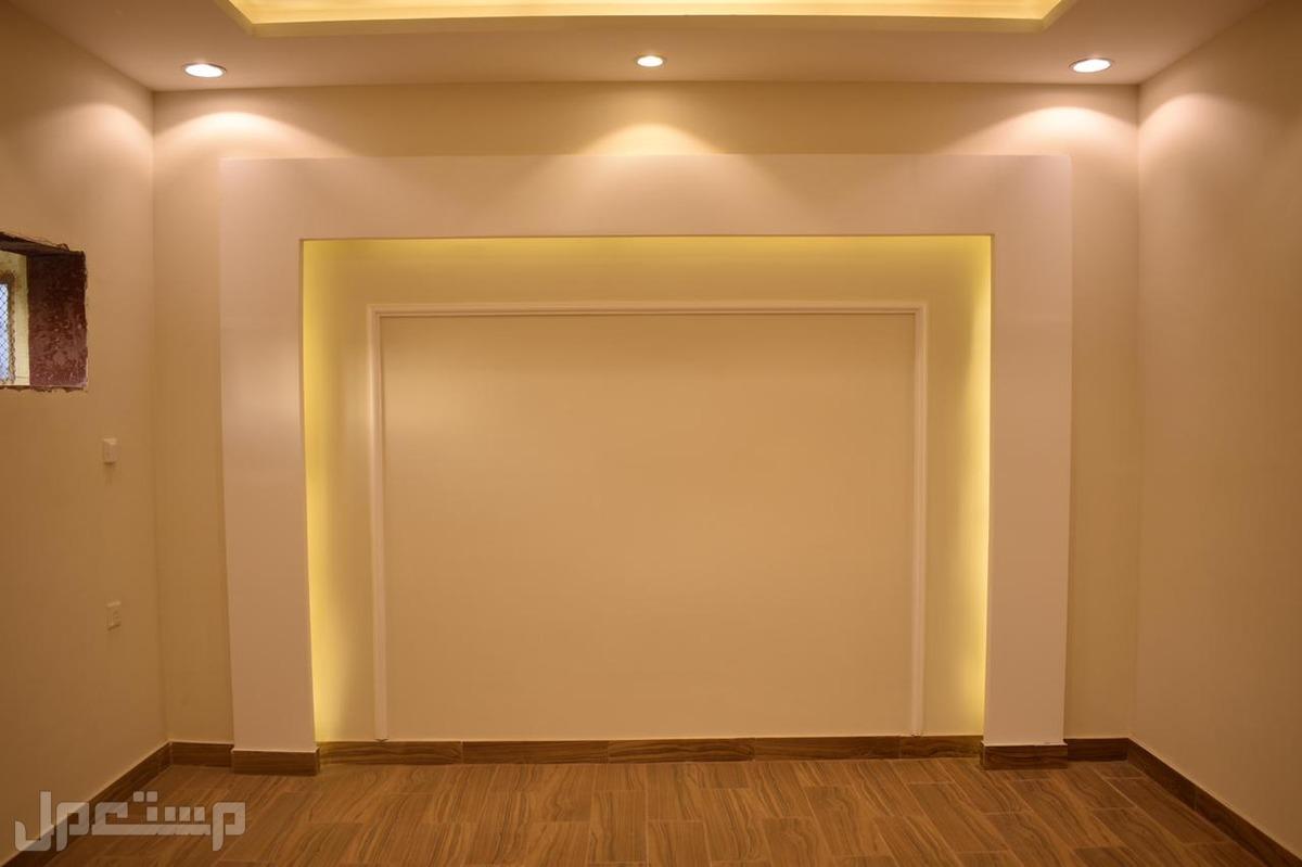 شقه للبيع4 غرف بديكور فخم وتصاميم مختلفه