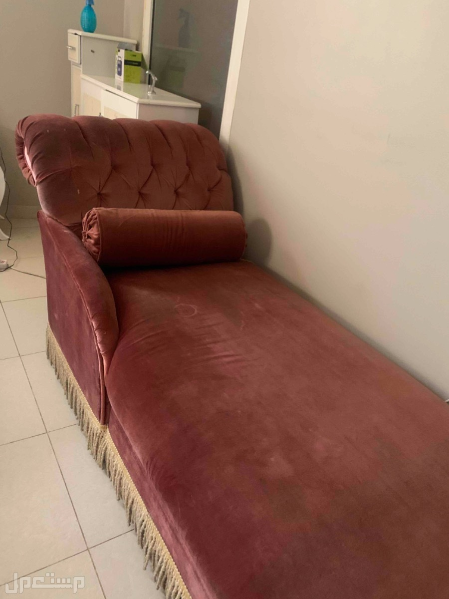 اريكة بحالة جيدة