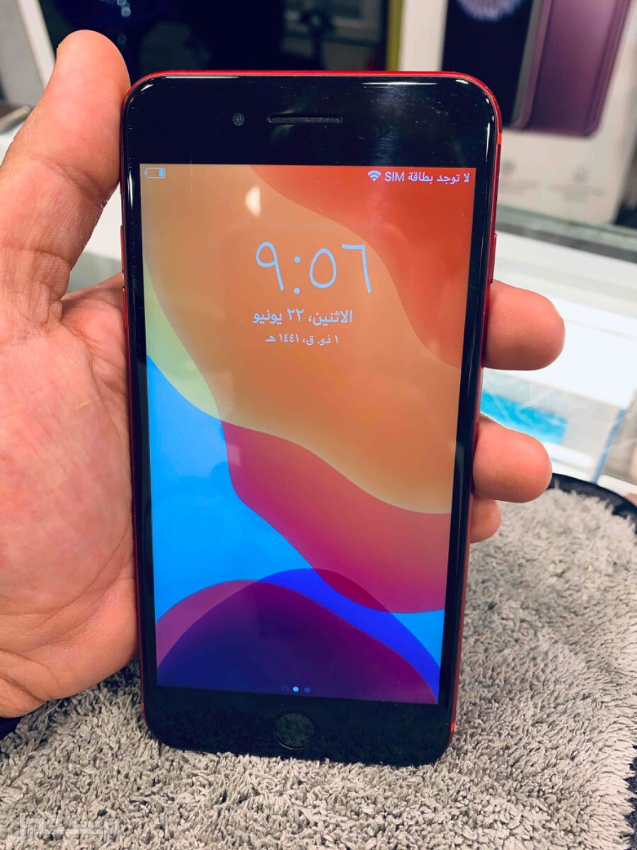للبيع ايفون 8 بلس احمر 256 مستخدم