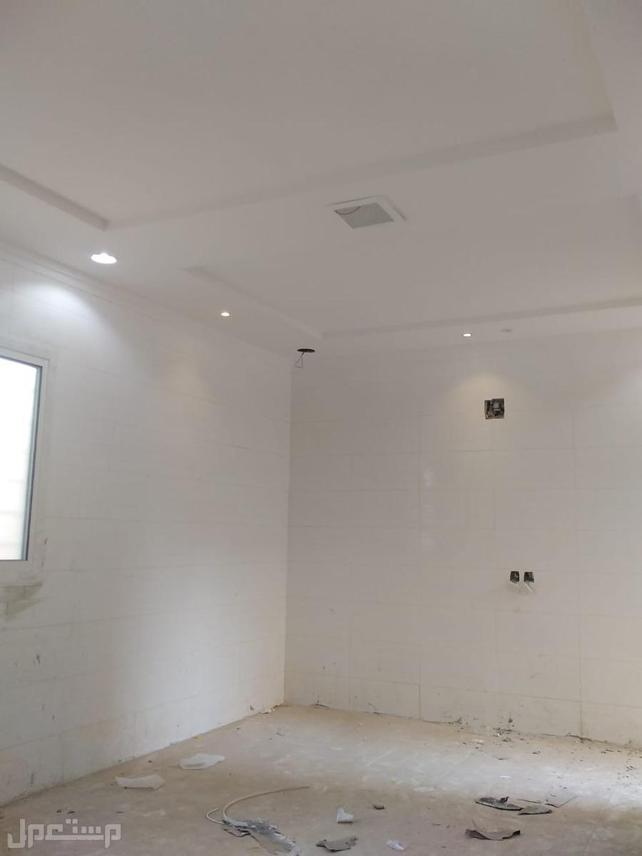 للبيع  فيلا دبلكس درج صالة المساحة 200م في حي ظهرة  لبن  السعر 850الف
