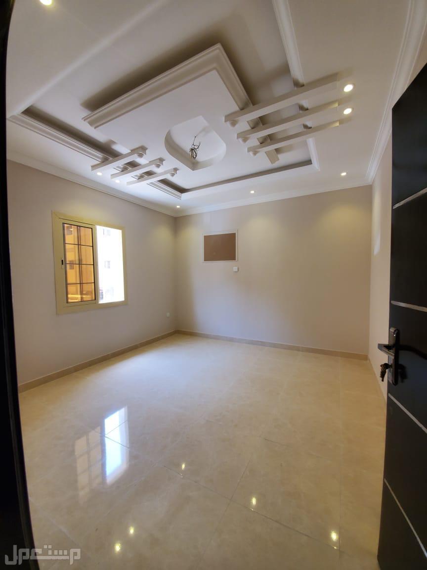 شقة 6 غرف تصميم فاخر وسعر مناسب
