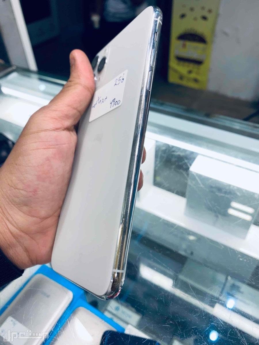 للبيع ايفون 11 برو ماكس 256 ابيض مستخدم نظيف