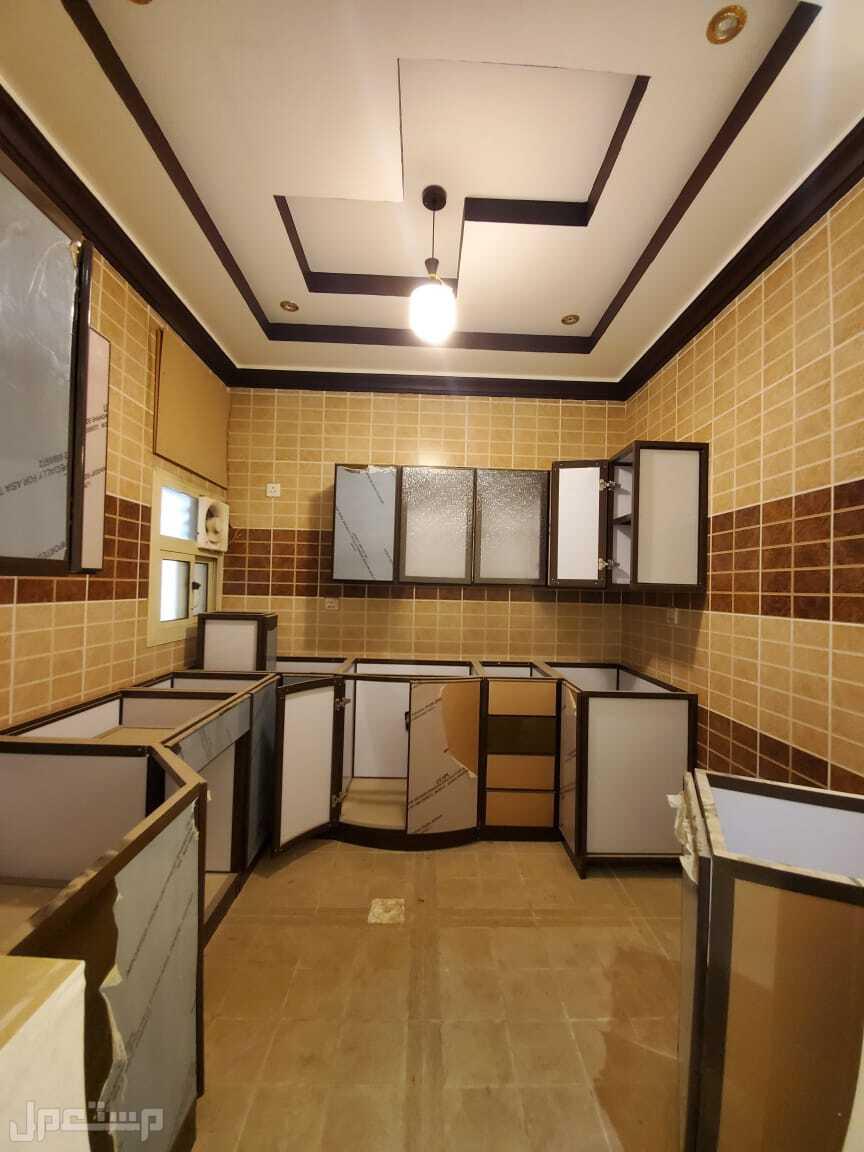 شقه للبيع4 غرف بسعر مميز