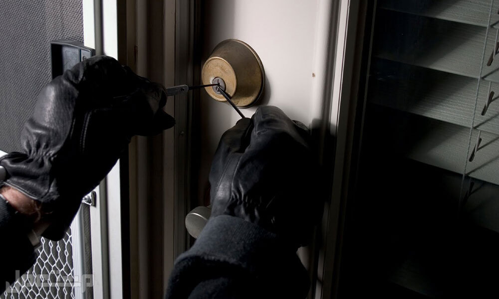 قفل باب الكترونى  يعمل بالبصمة والكارت والرقم السرى