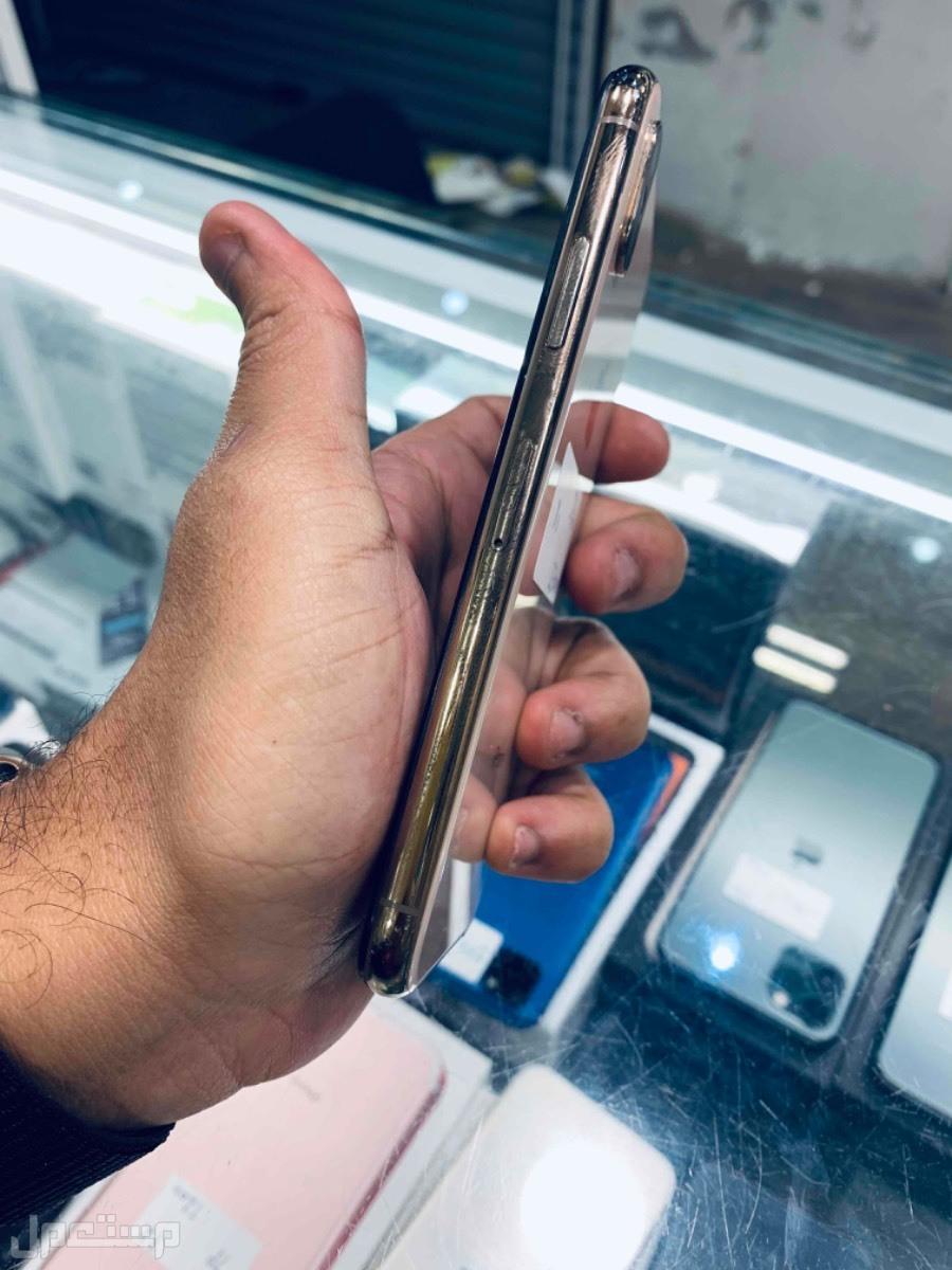 للبيع ايفون اكس اس 256 ذهبي مستخدم