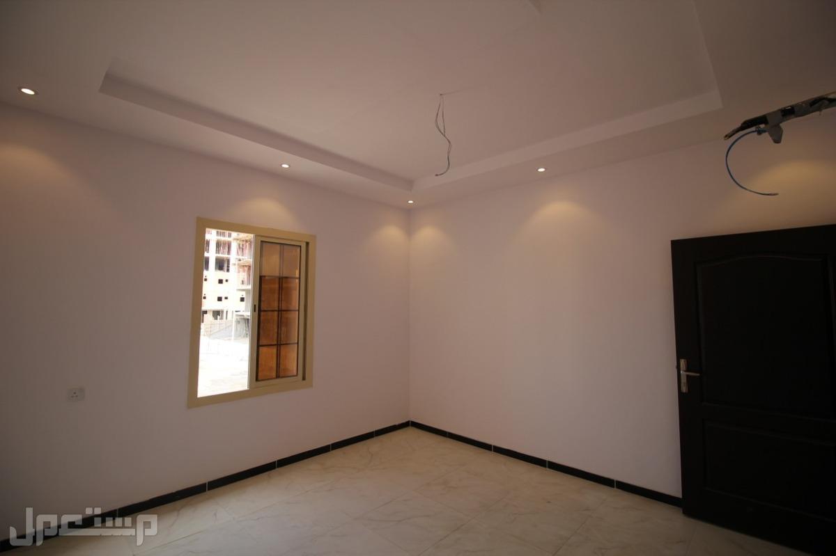 شقة 4 غرف جديدة بمنافعها ب 260 الف ريال فقط