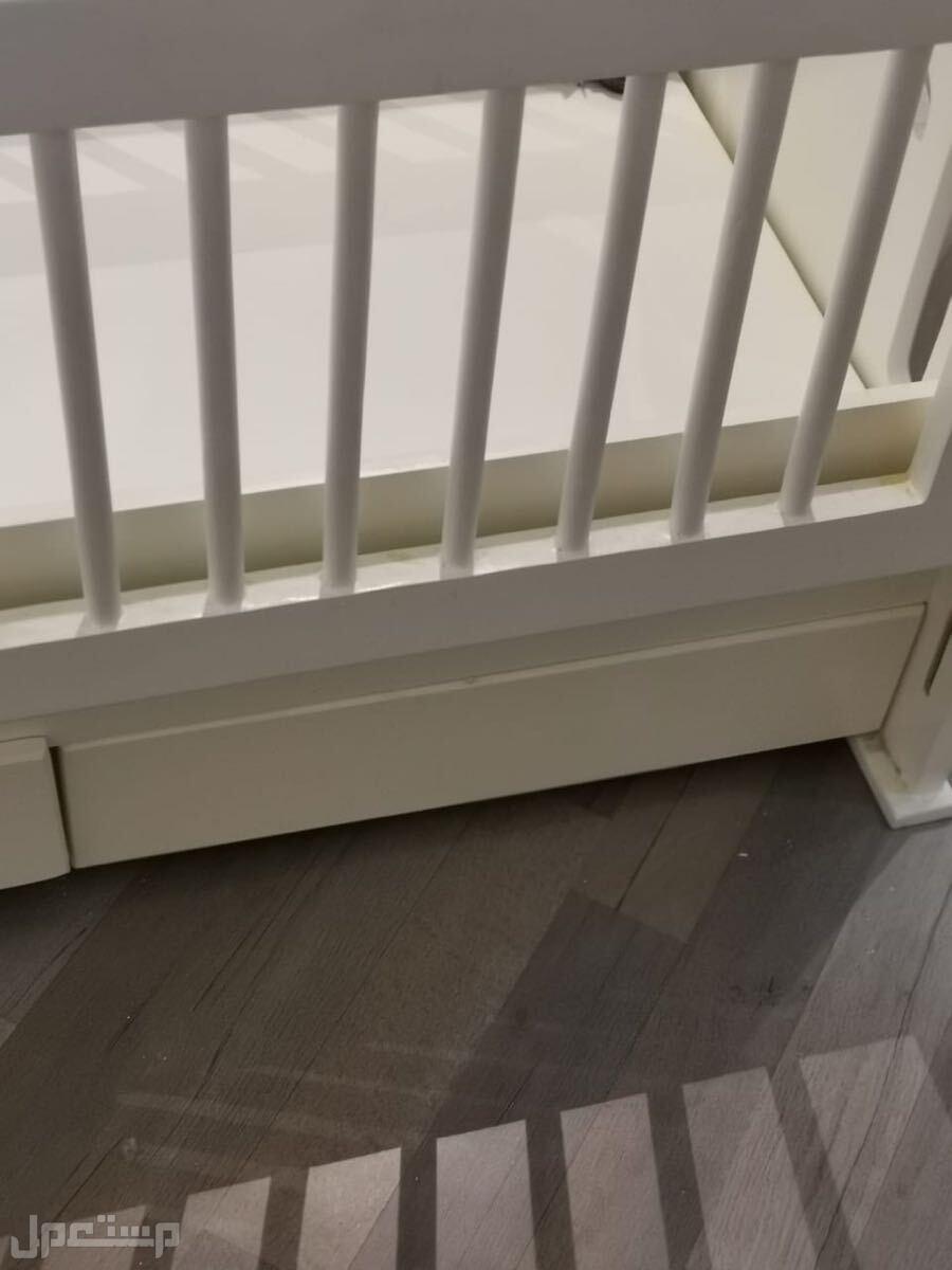 سرير اطفال بدرجين وبسعر مميز