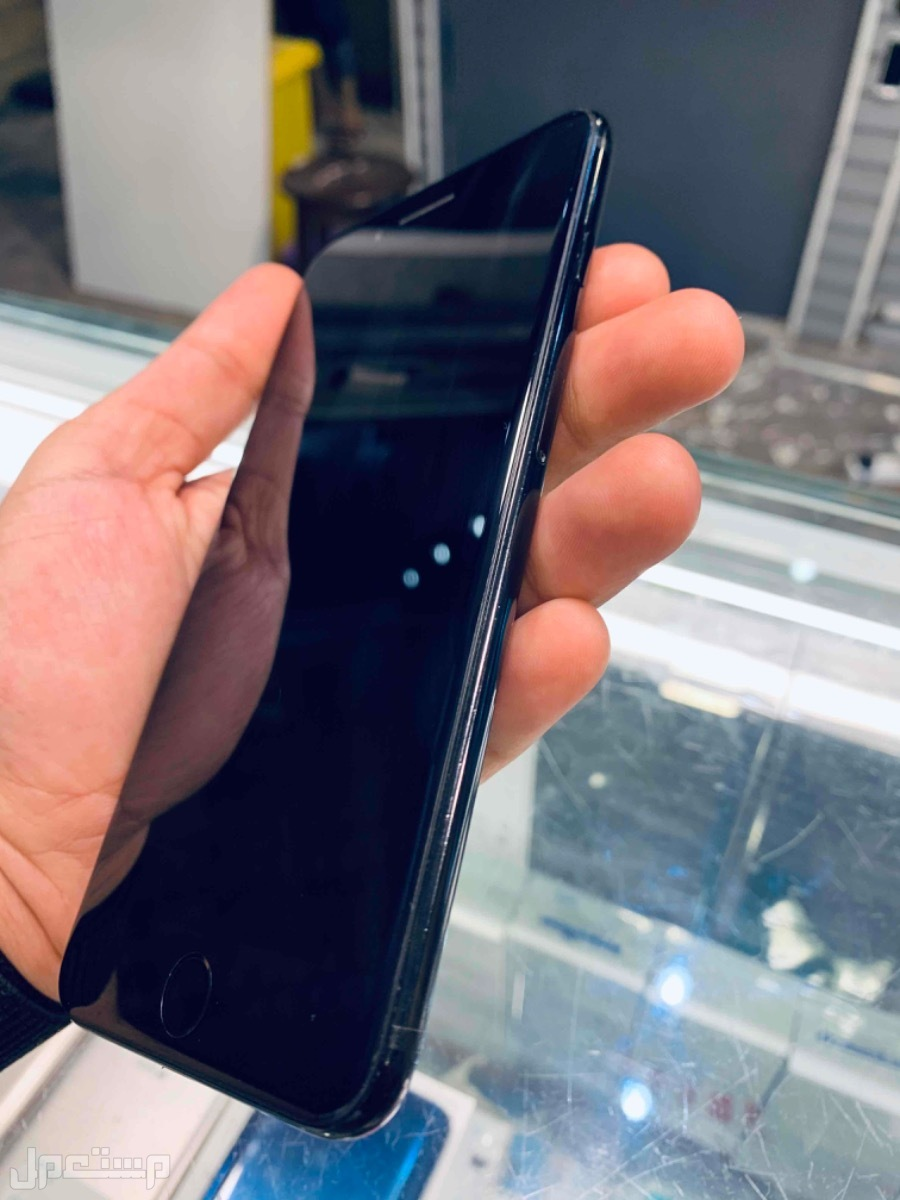 للبيع ايفون 7 بلس 128 مستخدم اسود