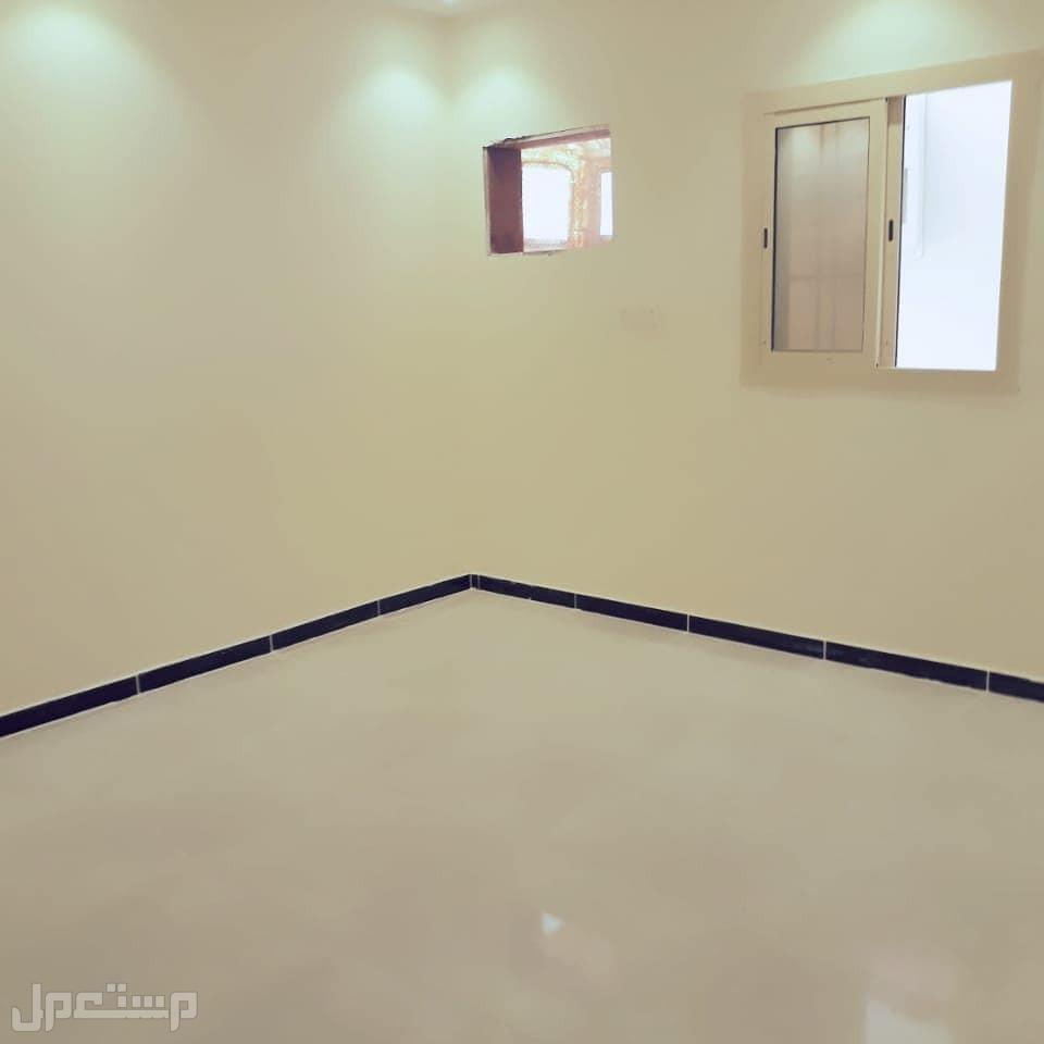 تاملك شقه 3غرف جديده بمنافعها ب200:الف ريال  فقط