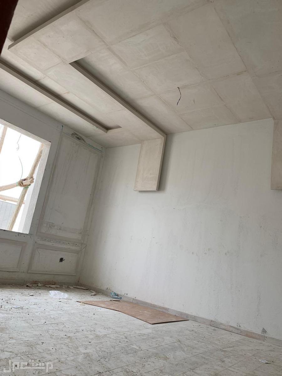 شقة للبيع 5 غرف بسعر مناسب وديكور عصري