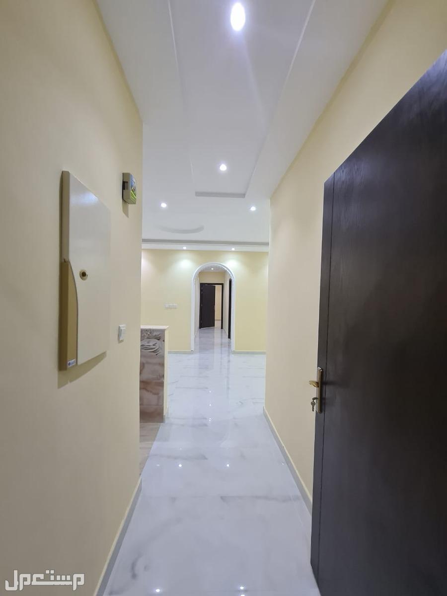 شقه للبيع 5 غرف بحي الريان