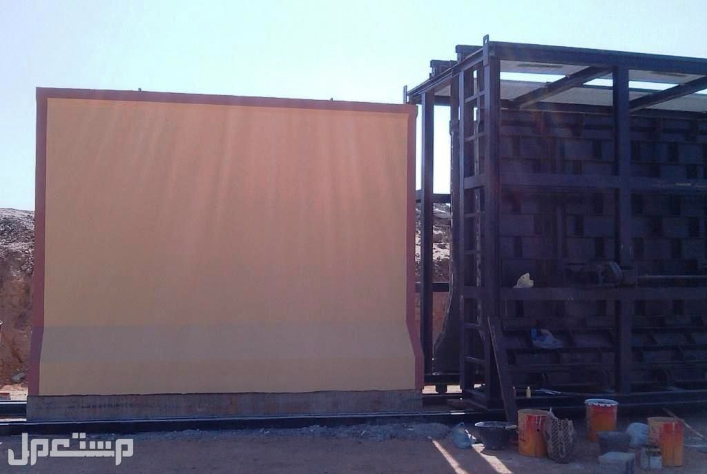 Two new movable steel molds for concrete walls