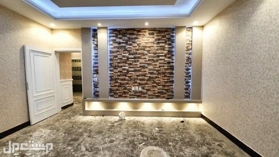 شقة 5 غرف بمساحة واسعة وسعر مغري