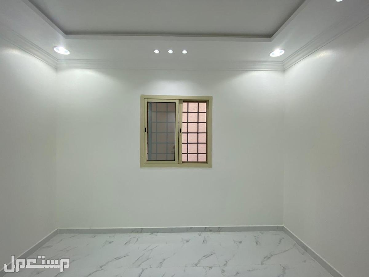 للبيع دبلكس درج صالة المساحة 200م في حي العزيزية بسعر 850 الف