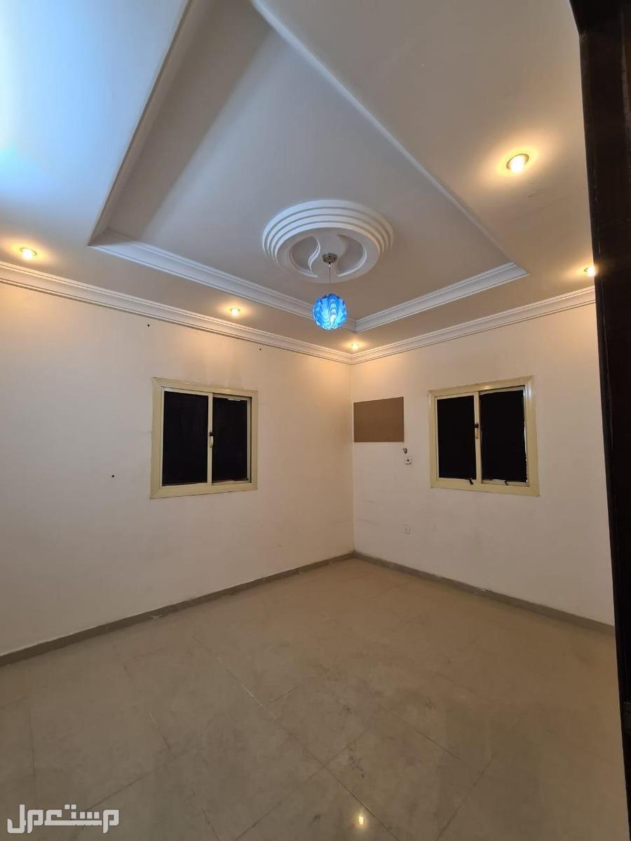 شقه للبيع 5 غرف بحي مريخ بسعر مناسب