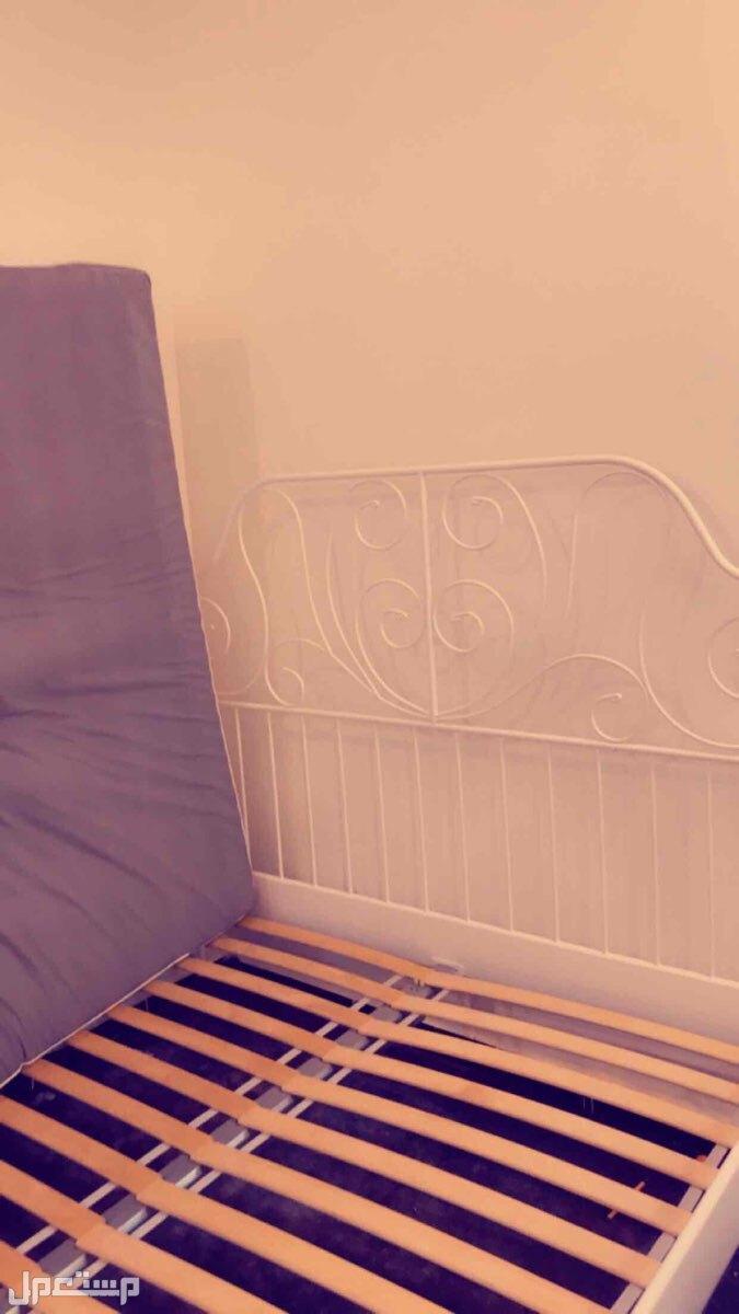 سرير من ايكيا