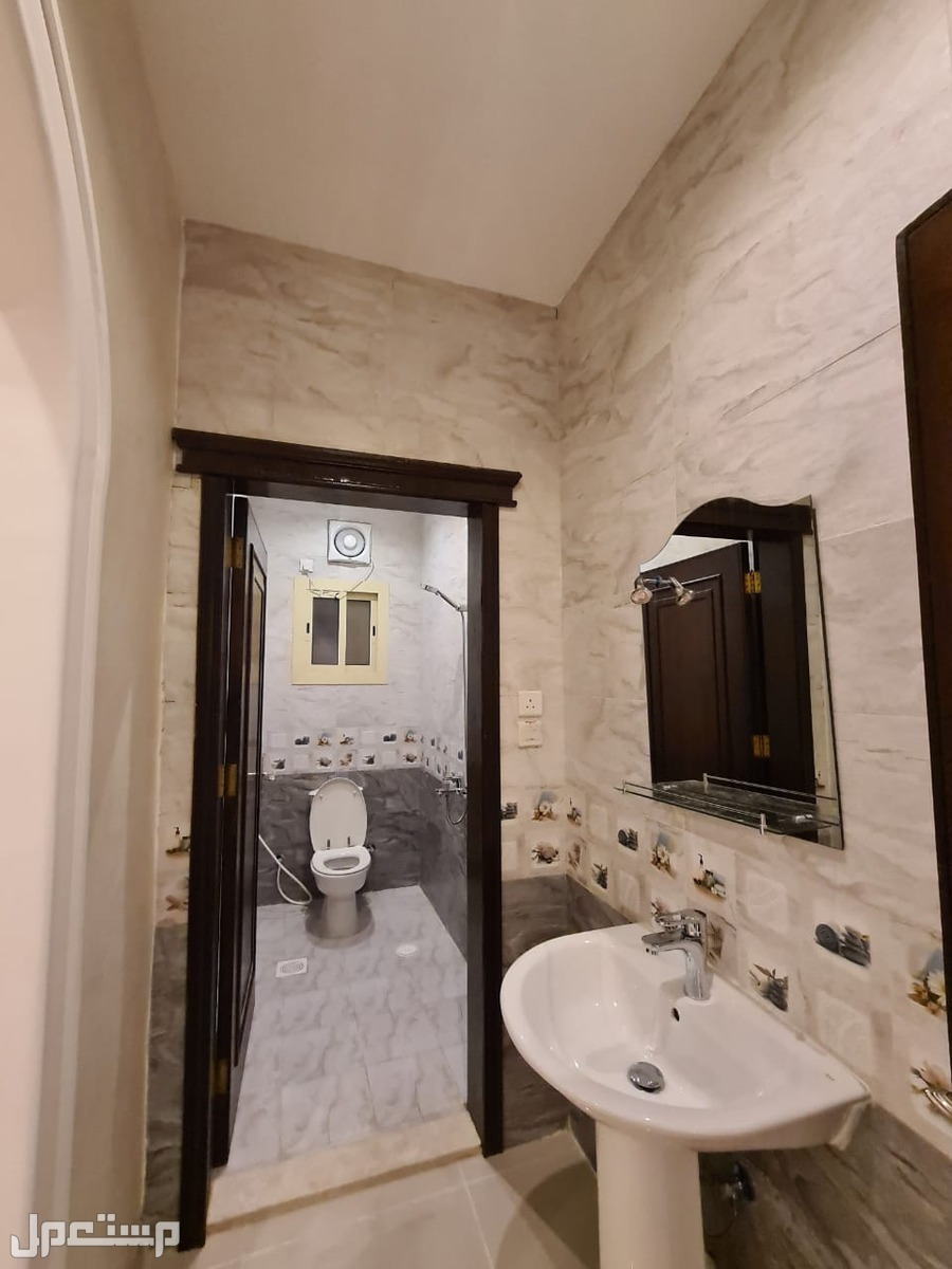 شقة للبيع 5 غرف بسعر مميز وديكور عصري
