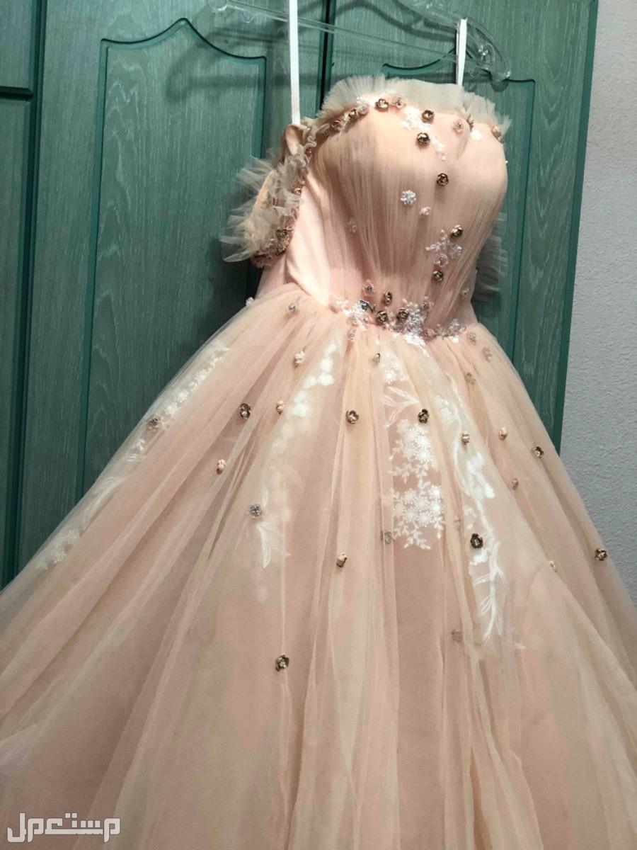 فستان ملكة من بوتيك RN في الطبيعه