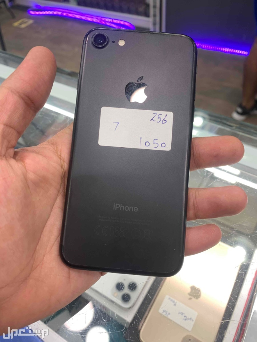 للبيع ايفون 7 اسود 256 مستخدم